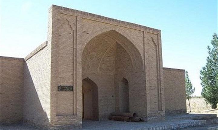 آرامگاه شیخ علاءالدوله سمنانی تحت حفاظت است، چراغ عارف نامدار عصر ایلخانی در حاشیه کویر روشن شد