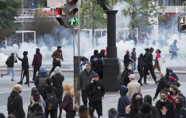 تظاهرات ضدنژادپرستی در مونترال؛ پلیس از گاز اشک آور استفاده کرد