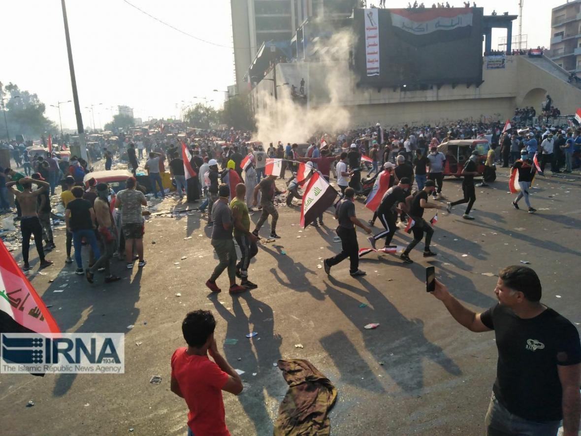 خبرنگاران تظاهرکنندگان در دیوانیه عراق دفتر حزب الدعوه را آتش زدند
