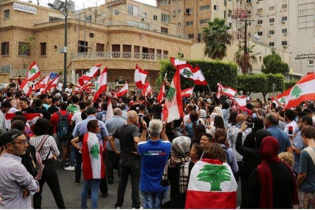 لبنانی ها در اعتراض به گرانی ها به خیابان آمدند