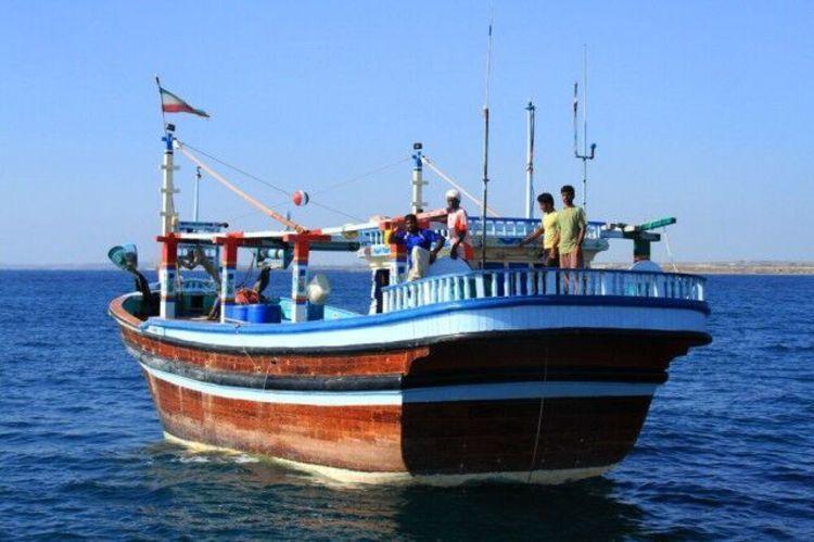 بلاتکلیفی شناور های ایرانی در ساحل دوبی