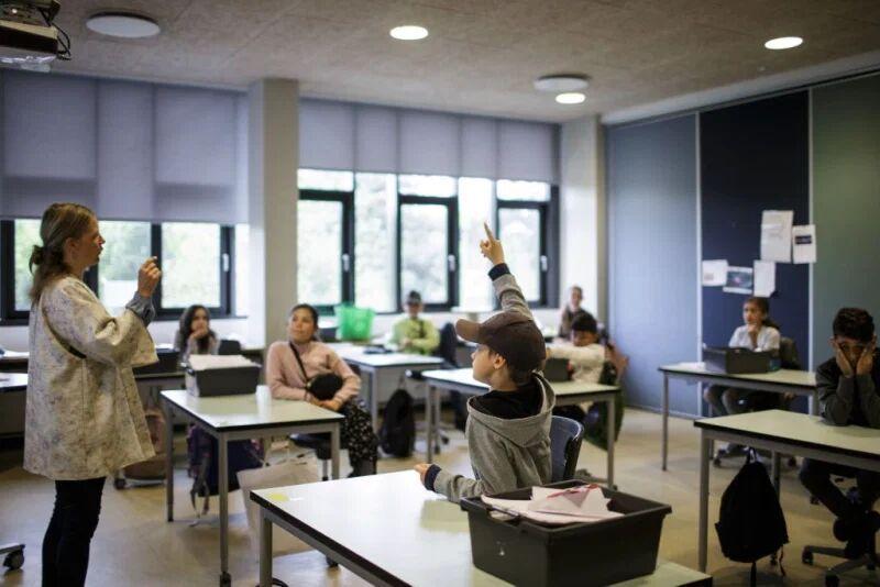 خبرنگاران بیم بازگشایی مدارس در کشور دارای رتبه نخست کرونا