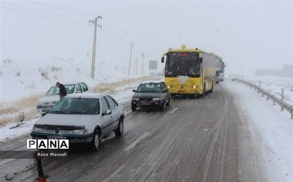 بارش برف و باران در محورهای مواصلاتی 7 استان