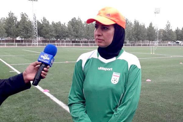 باید در فوتبال زنان تغییرات ایجاد گردد، در رده های پایه لیگ نداریم