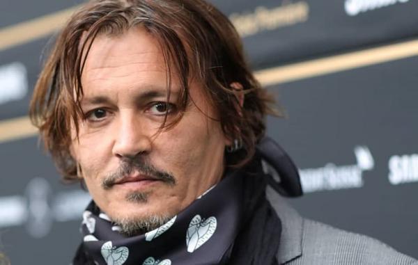 اعطای نشان افتخار جشنواره فیلم سن سباستین به جانی دپ با اعتراضاتی روبرو شد